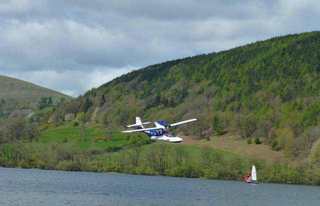 Model Seaplanes Return to Waterside